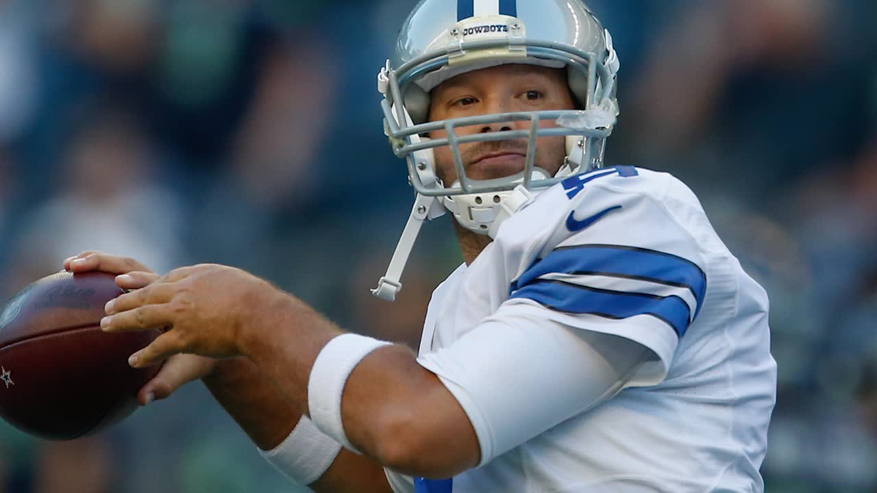 Tony Romo leaves preseason game with apparent back injury_44411777-159532