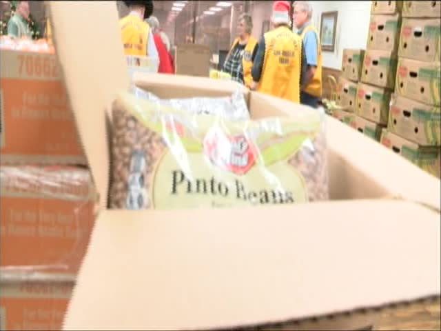 East Angelo Lions Club Fills 60 Boxes of Food for Needy_89942802