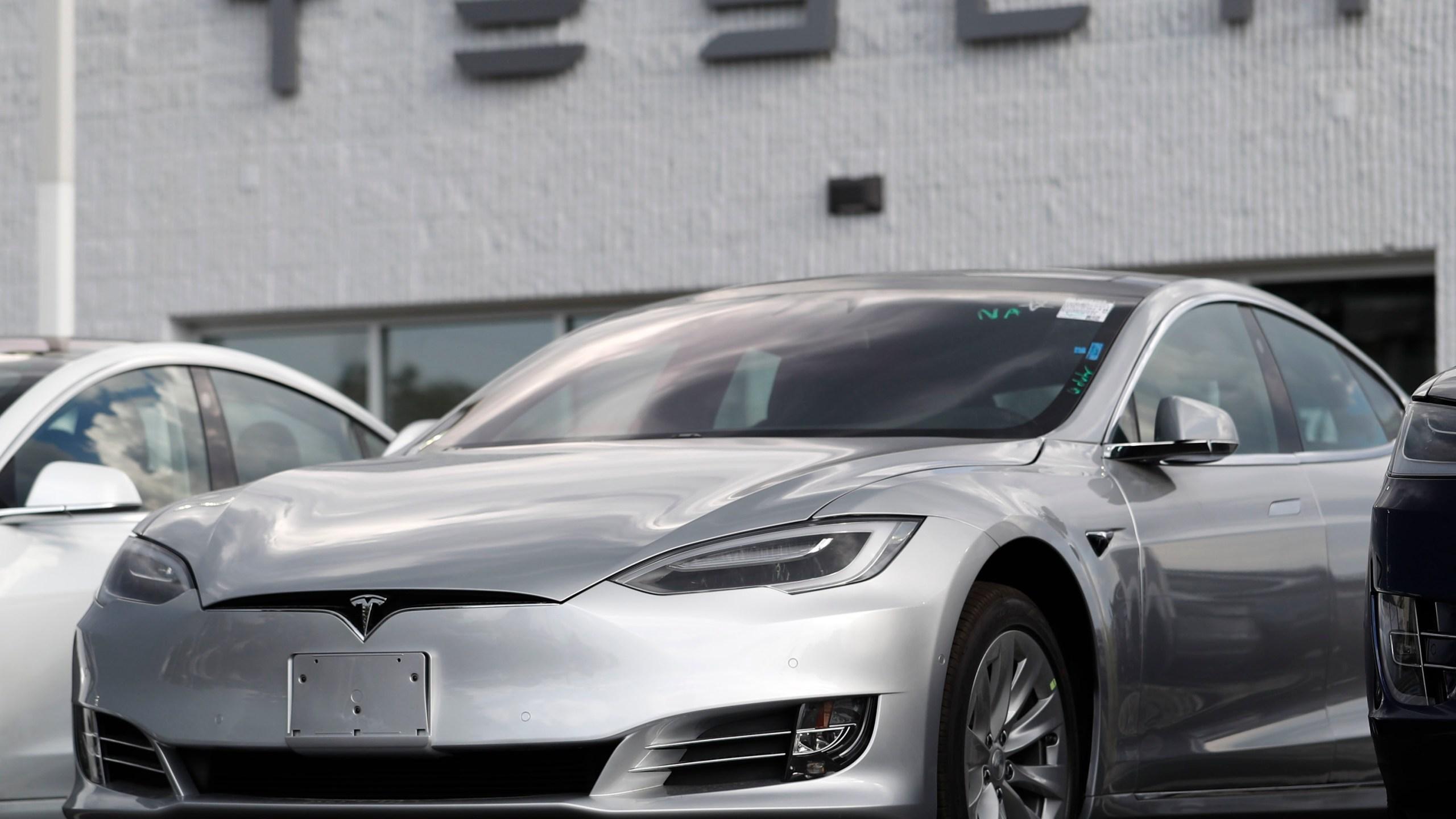 2018 Tesla Model 3, r m